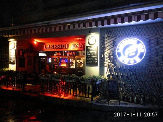 Lakeside Inn: 酒吧外观