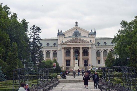 Teatrul National Vasile Alecsandri: L'esterno del teatro