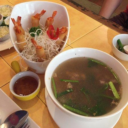 Cafe de Nimman : 蝦春卷&粉絲豬肉碎湯