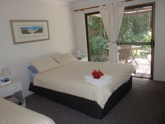 Hideaway: Rooms contain 1 Queen Bed and 1 Single Bed and ensuite.