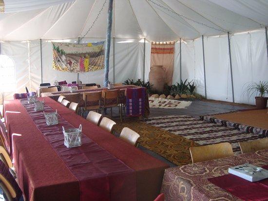 بارل, جنوب أفريقيا: Salem Tent prepared for Biblical meal and fellowship.