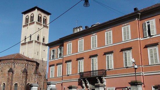 Museo Borgogna: Palazzo Borgogna e chiesa di San Francesco