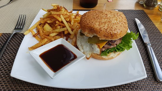Kyustendil, Bulgaria: Incredible burger