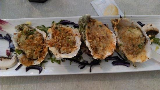 Le Bellevue : Huîtres gratinées ....