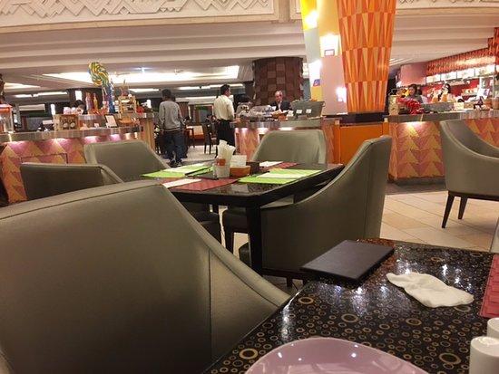 De Haute Qualite Grand Cafe Sheraton Grande Tokyo Bay Hotel: Buffet Dining