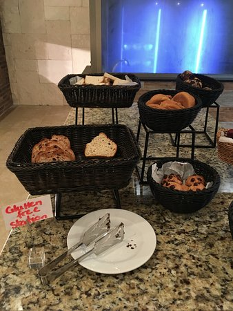 Cap Estate, St. Lucia: Gluten free stations at buffet