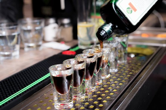 Finokio Meze Bar: Enjoy the music, the drinks and the people