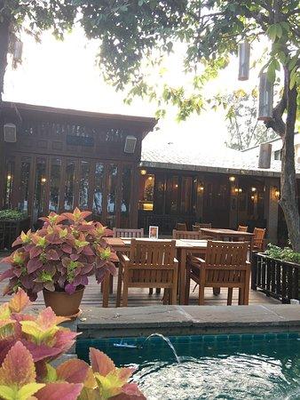 Raya Restaurant and Wine Bistro: photo3.jpg