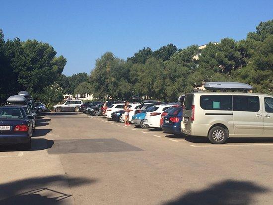 Holiday Hotel: Parcheggio