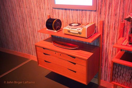 Rockheim: Noen av oss husker fortsatt disse møblene og den kombinerte Kurér reiseradio og platespiller.