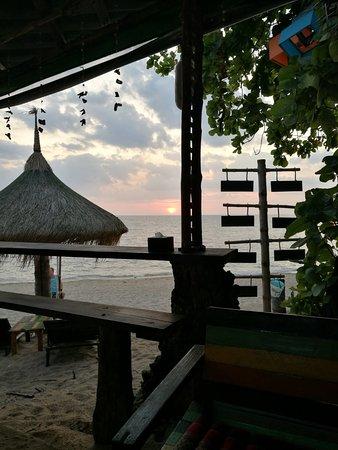 Khum Laanta Resort: Stranden i väntan på solnedgång