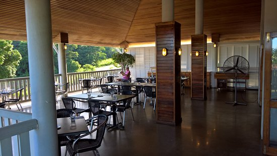 Cooktown, ออสเตรเลีย: Lovely open air dining room