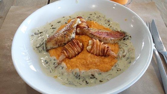 La Penne-sur-Huveaune, Франция: Plat du jour duo de poisson purée de patates douces