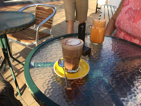 MainDeck Cafe: photo0.jpg
