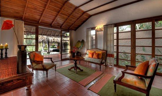 Siddapura, India: Lily Pool Villa - Living Room