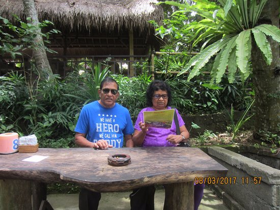 Lodtunduh, Indonesien: My wife Ruth & I waiting for the coffee