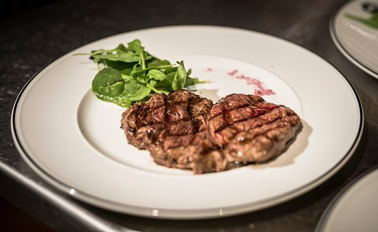 Purley, UK: Steaks and fries - Mingo Argentine Steakhouse
