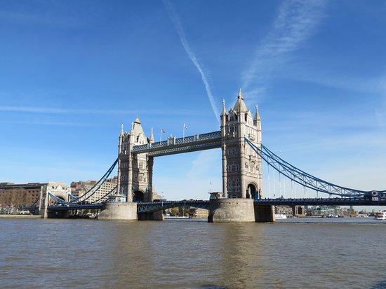 Premier Inn London Tower Bridge Hotel: Tower bridge (few minutes walk)