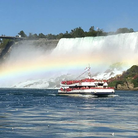 Niagara Falls State Park: Maid of the Mist view of Canadian boat and rainbow