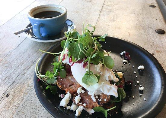 Rapaura, New Zealand: Biker's breakfast and a fresh coffee