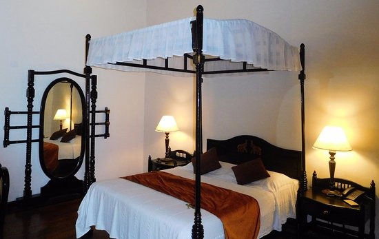 KTDC Lake Palace Thekkady: Beautiful room