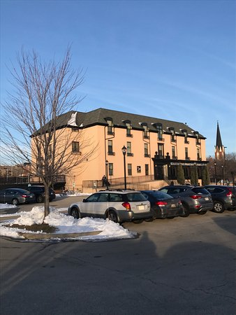 St. Brendan's Irish Inn: Picture looking from river view