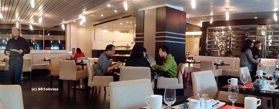 Hyatt Regency Toronto: Breakfast at the Social Kitchen