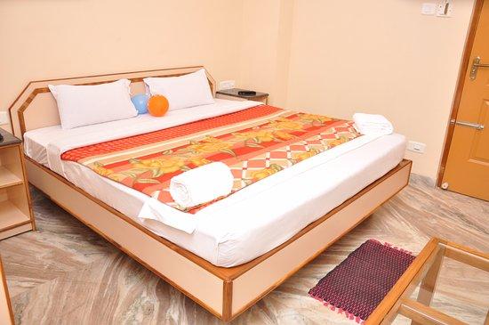 Hotel Saravana Grand