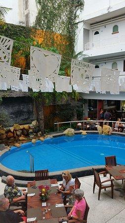 Hotel Rio Malecon Puerto Vallarta: Eat pool side