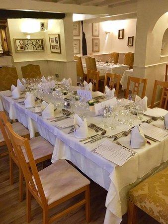 Boroughbridge, UK: Table set-up for the wine tasting.