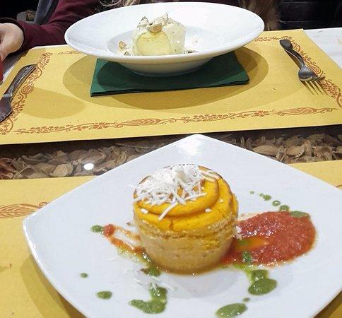 Misterbianco, Italie : tortino ai funghi porcini e alla zucca con salsa di pomodoro