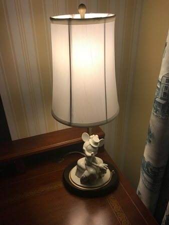 Disneyu0027s BoardWalk Inn: Mickey Lamp