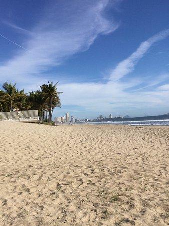 Costa Bonita Condominium & Beach Resort: View of the beach