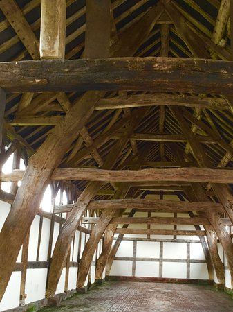Northwich, UK: Threshing Barn cruck frame
