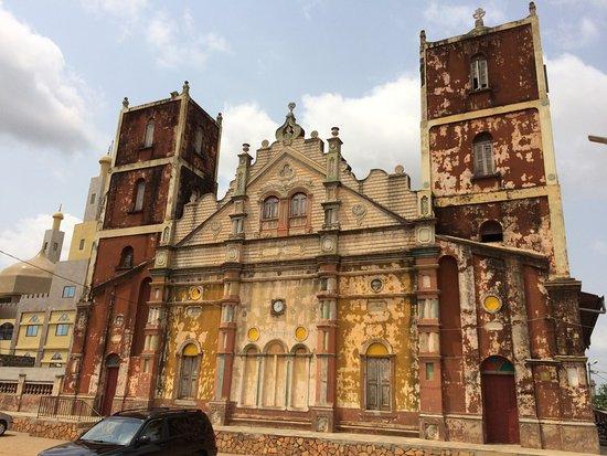 Porto-Novo, Benín: Back of church/mosque