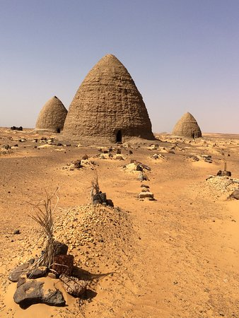 Hoily men's tombs at the Muslim cemetery, Old Dongola
