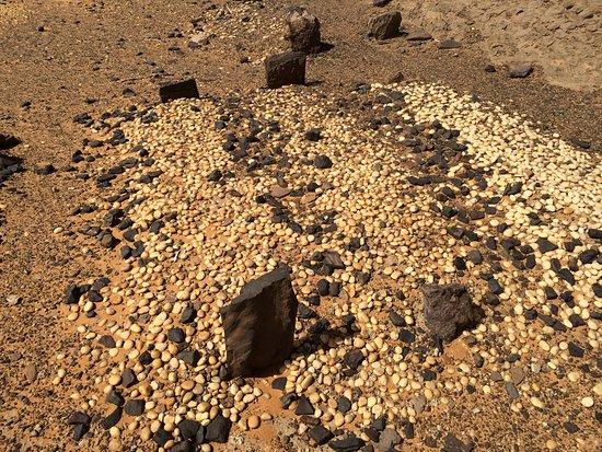Dongola, Sudan: Graves