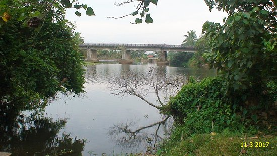 Kuttanad, India: Pamba in its abundance - Bridge over Achankovil tributary