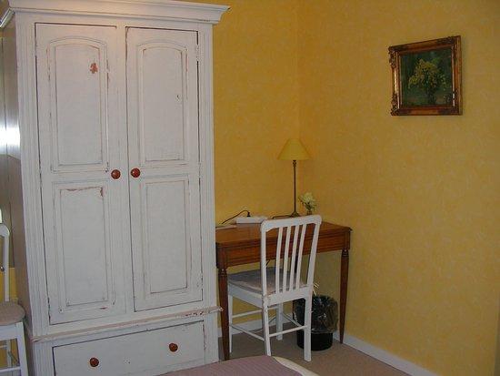 Chambre jaune n° coin bureau picture of a la maison du heron