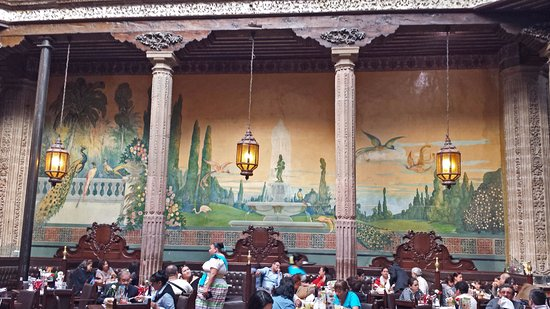Painting in the sanborns restaurant picture of house of for Casa de los azulejos ciudad de mexico