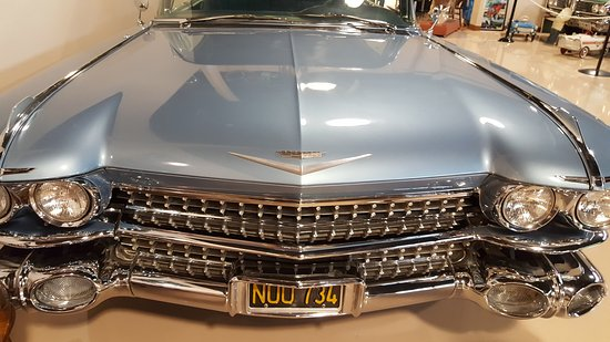 Dicks Classic Garage Car In