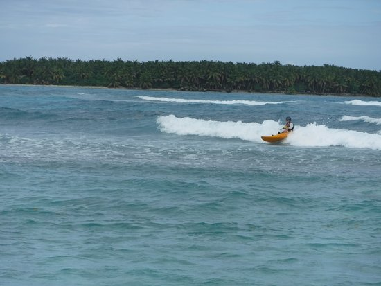 Long Caye Resort: Kayak surfing