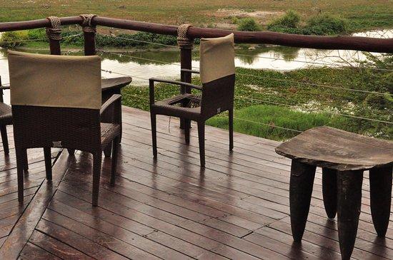 Tau Game Lodge: Ober Terrasse (vor der Bar)