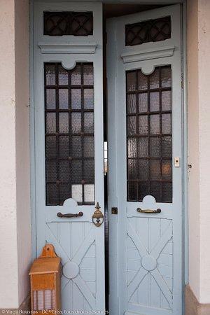 Chateau Coquelicot: Entrance
