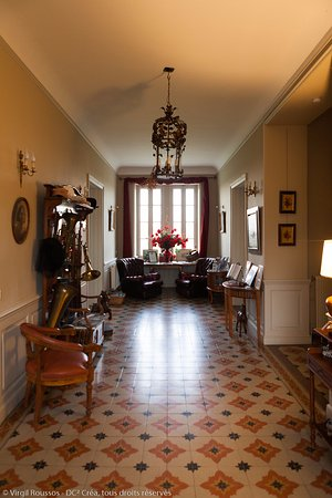 Chateau Coquelicot: First floor landing
