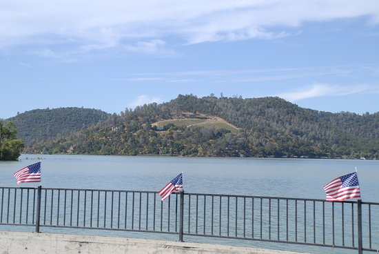 Clearlake, Californie : view from the front lawn