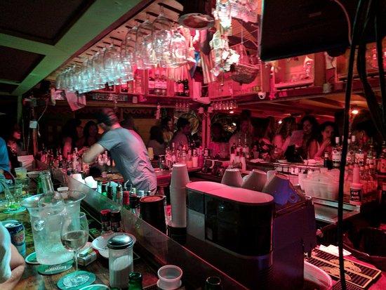 Calmos Cafe: bar staff