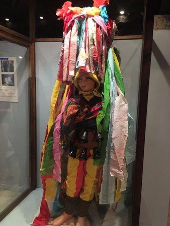 Fion, Spain: Vistoso traje de cintas para O Entroido, el carnaval gallego. (Foto © AJR, 2016)