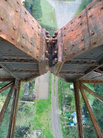 Ronciglione, Italy: Una delle due cerniere che ammortizzano il ponte.