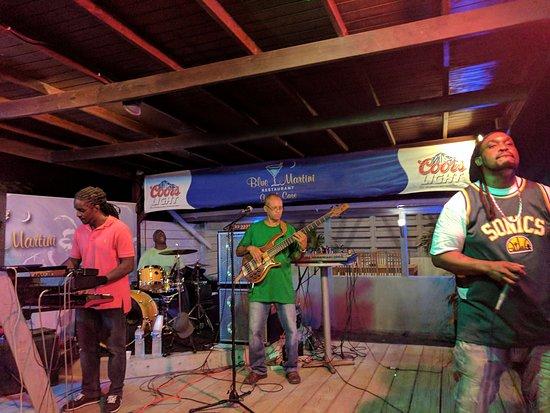 Blue Martini Bistro : Reggae band missing their guitarist! Still good!